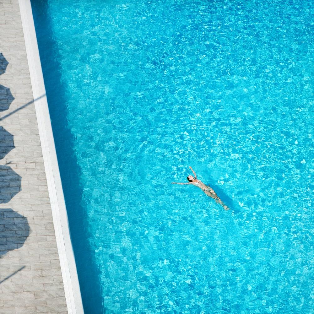 כיצד לבדוק כלור בבריכה - pool guy